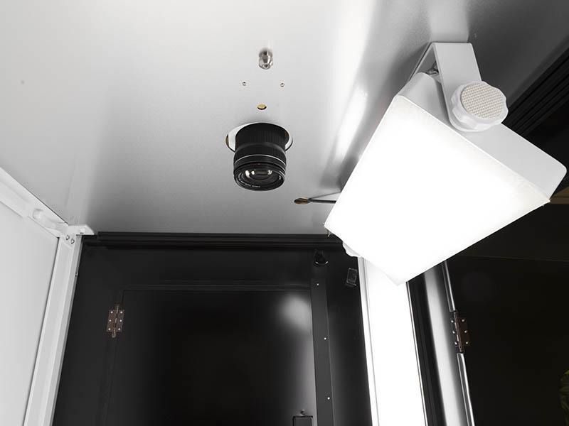 toplicht in een geautomatiseerde fotostudio