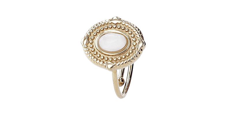foto van gouden ring gemaakt in de PackshotMacro DIS studio